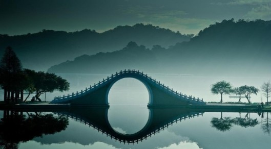 Moon-Bridge-Taiwan-Clean-672x372
